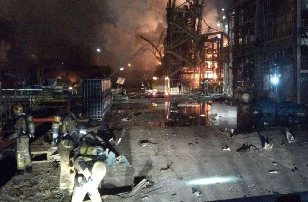 Am Tag danach in Tarragona: Ursache der Explosion in der Chemiefabrik muss noch geklärt werden. Foto: dpa-Bildfunk