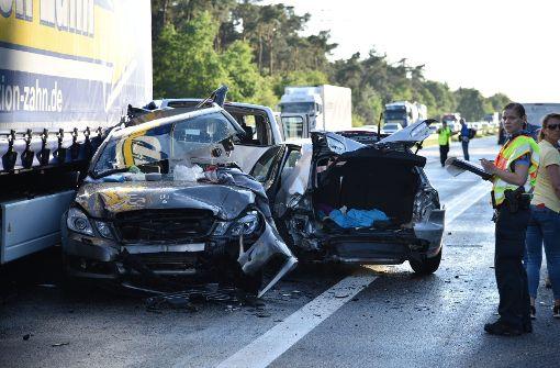 Tödlicher Unfall auf A6: Lkw kracht in Stauende