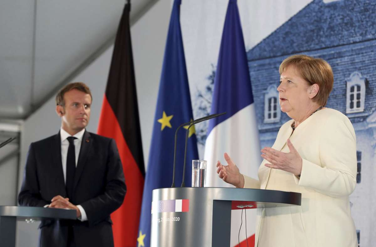 Frankreichs Präsident Emmanuel Macron und Kanzlerin Angela Merkel bei ihrem Treffen. Foto: AP/Hayoung Jeon