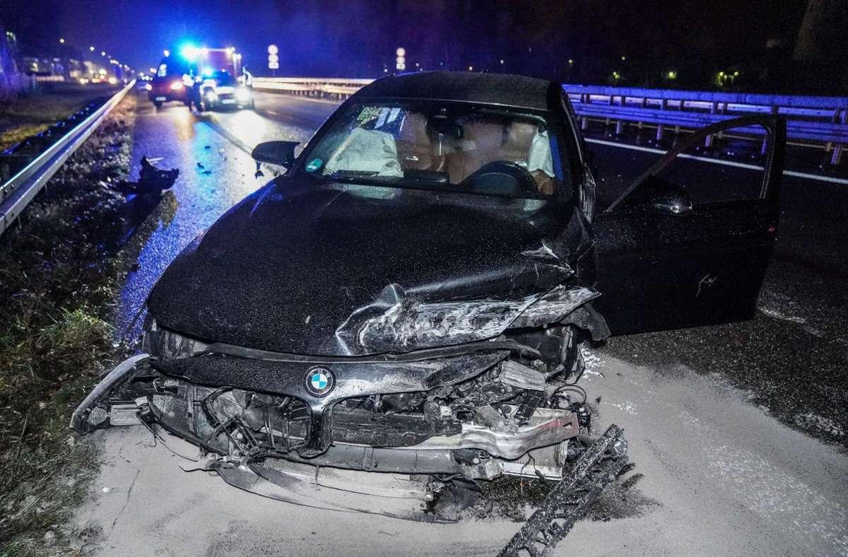 Am Samstagabend gegen 21 Uhr kam ein 30-jähriger Autofahrer auf der B10 von der Fahrbahn ab. Foto: SDMG/Kohls