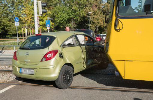 Rotlicht missachtet – Autofahrerin kollidiert mit U7