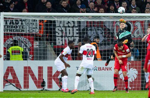 Blackout von Torwart Fabian Bredlow – der VfB Stuttgart scheidet aus