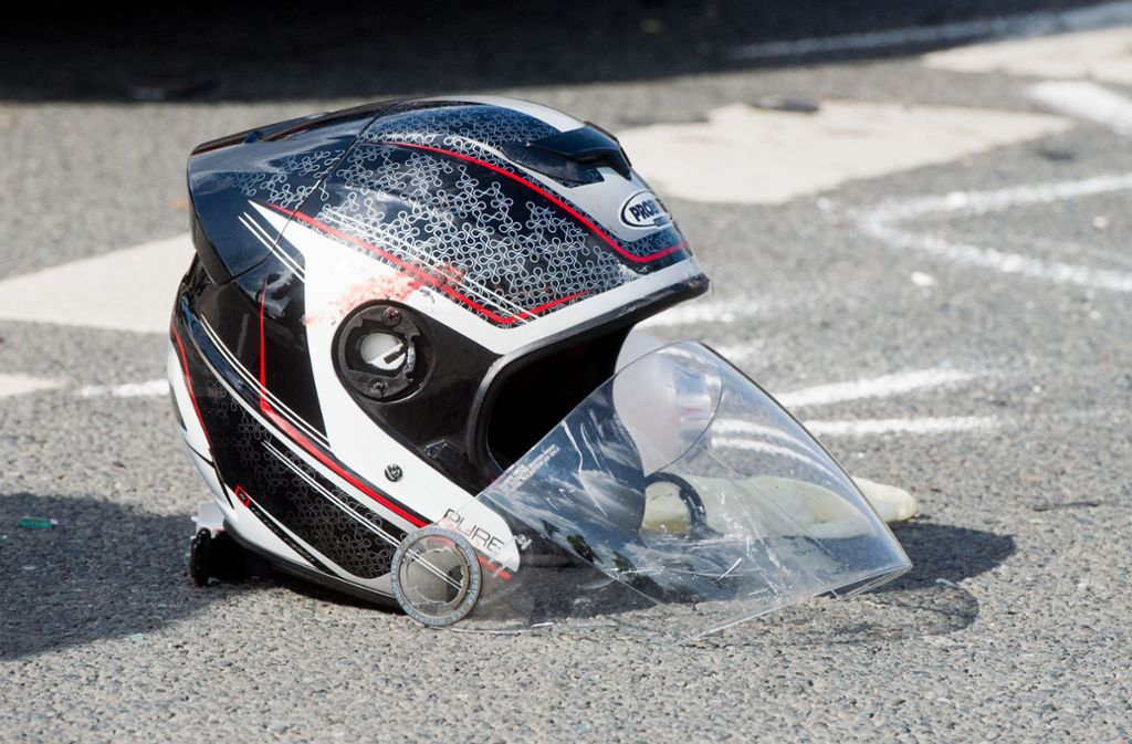 Bei einem Unfall im Kreis Ludwigsburg ist ein Motorradfahrer schwer verletzt worden. Foto: Julian Stratenschulte/dpa
