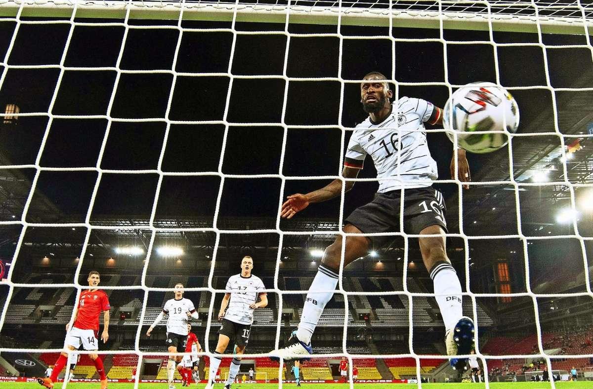 Auch Antonio Rüdiger gab im Spiel gegen die Schweiz keine gute Figur ab. Foto: dpa/Federico Gambarini