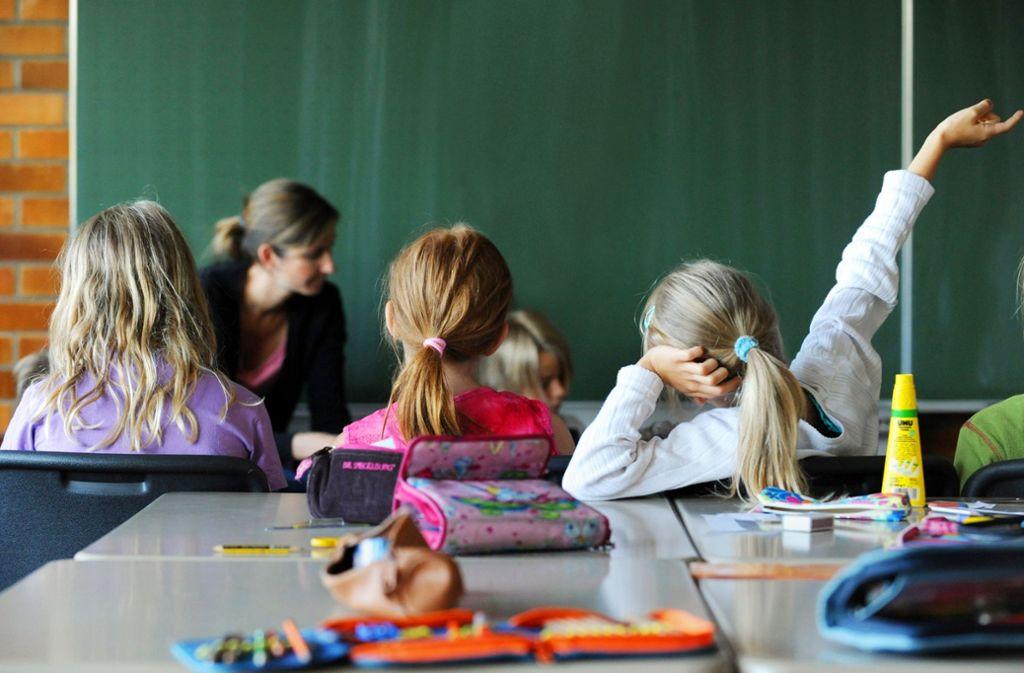 Leere Klassenzimmer waren gestern, jetzt sind die Schüler wieder aktiv. Foto: dpa//Marijan Murat