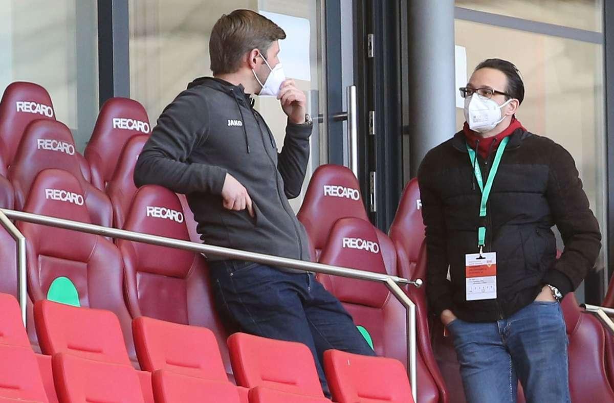 Der VfB stellt sich personell in vielen Bereichen neu auf. Vorstandschef Hitzlsperger (li) neben dem neuen  Kommunikationschef Kaufmann. Foto: Baumann