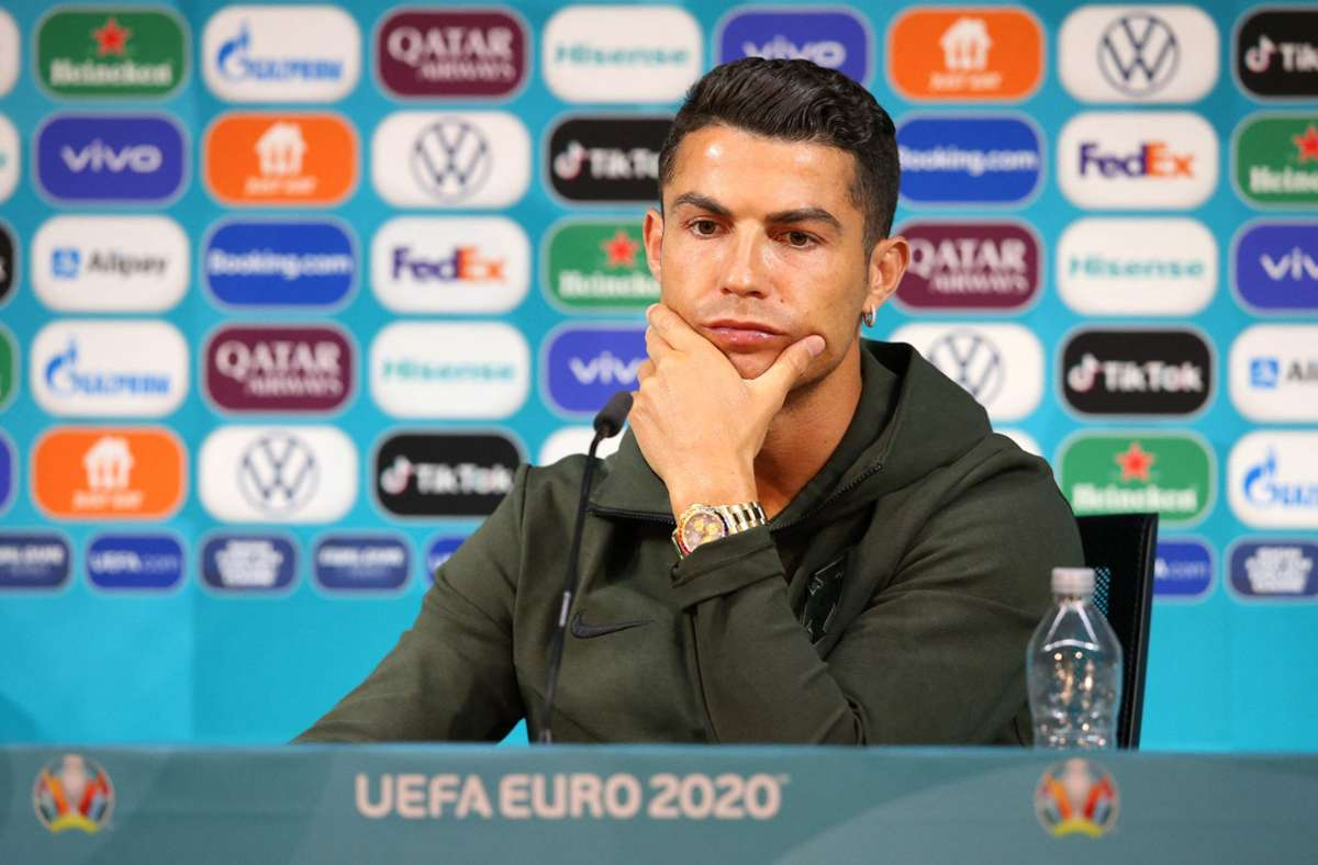 Cristiano Ronaldo sorgte für negative Schlagzeilen über Coca Cola. Foto: AFP/HANDOUT