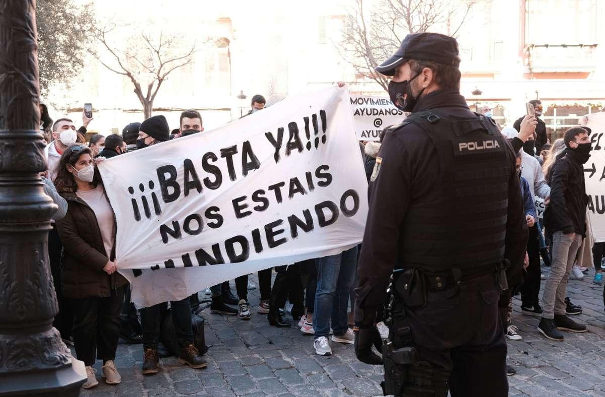 Auf Mallorca demonstrierten am Dienstag rund 4000 bis 5000 Menschen  gegen die Corona-Maßnahmen. Foto: dpa/Isaac Buj