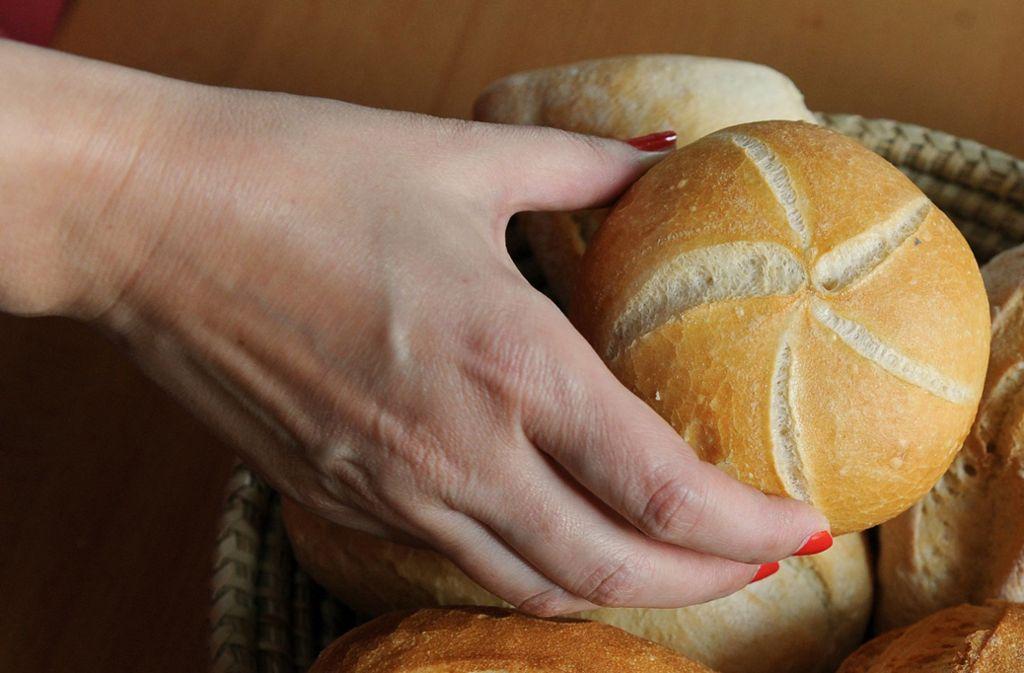 Die Brötchen werden auch von Bäckereien im Kreis Esslingen in nächster Zeit in spezielle Bäckertüten verpackt. Foto: dpa/Jens Kalaene