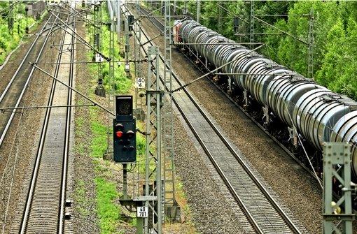 Der Gütertransport auf der Rheintalbahn wird  deutlich zunehmen, deswegen werden zwei weitere Gleise gebaut. Foto: dpa