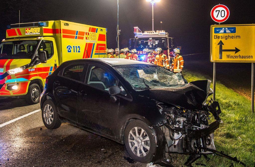 Eine 22-Jährige geriet am Freitagabend in den Gegenverkehr und prallte gegen ein entgegenkommendes Auto. Foto: SDMG