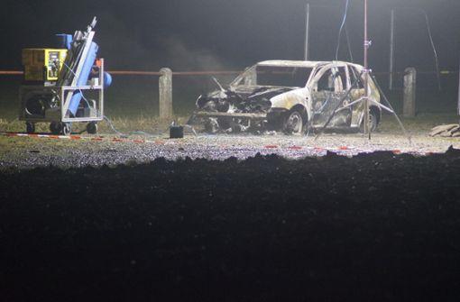 Verbrannte Leiche neben Auto entdeckt