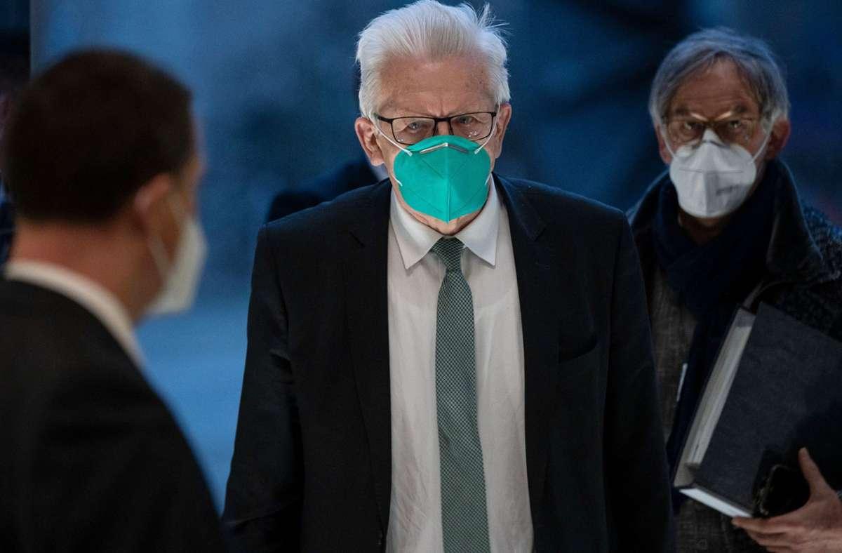 Ministerpräsident Winfried Kretschmann dämpft die Hoffnung auf weitere Öffnungen. Foto: dpa/Marijan Murat