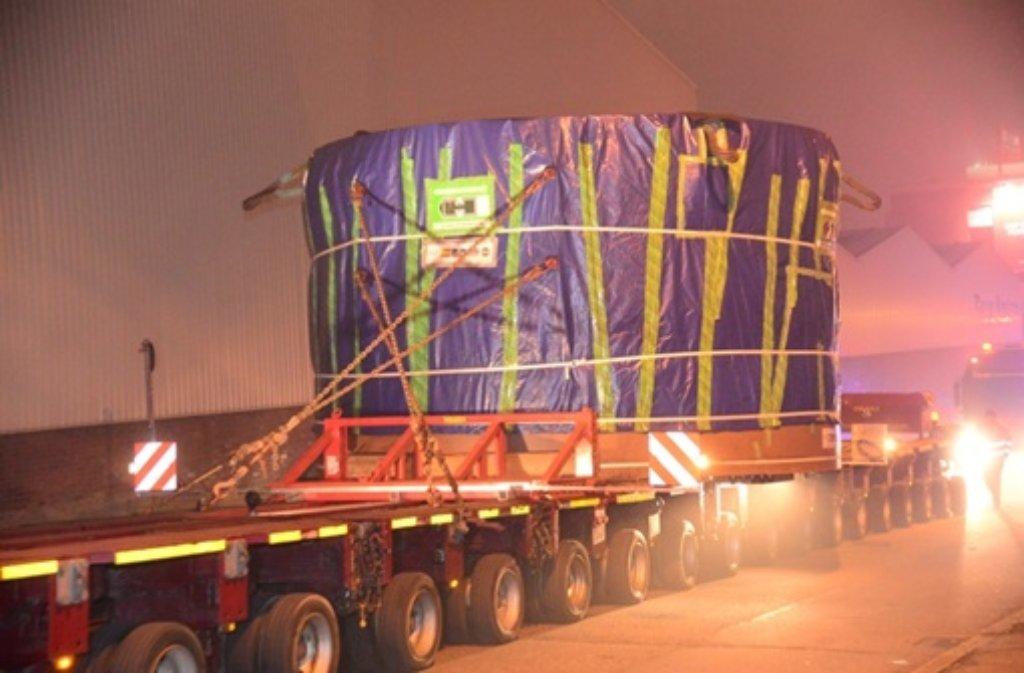 Acht Stunden hat der Transport von Teilen der Tunnelbohrmaschine in der Nacht auf Freitag gedauert. In der folgenden Bilderstrecke dokumentieren wir die Ereignisse der Nacht.  Foto: FRIEBE|PR/ Friebe/ Specht/ Hald