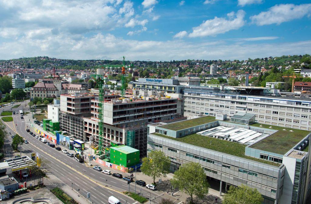 Am Katharinenhospital des städtischen Klinikums entstehen die nächsten Jahre weitere Neubauten. Foto: Lichtgut - Oliver Willikonsky