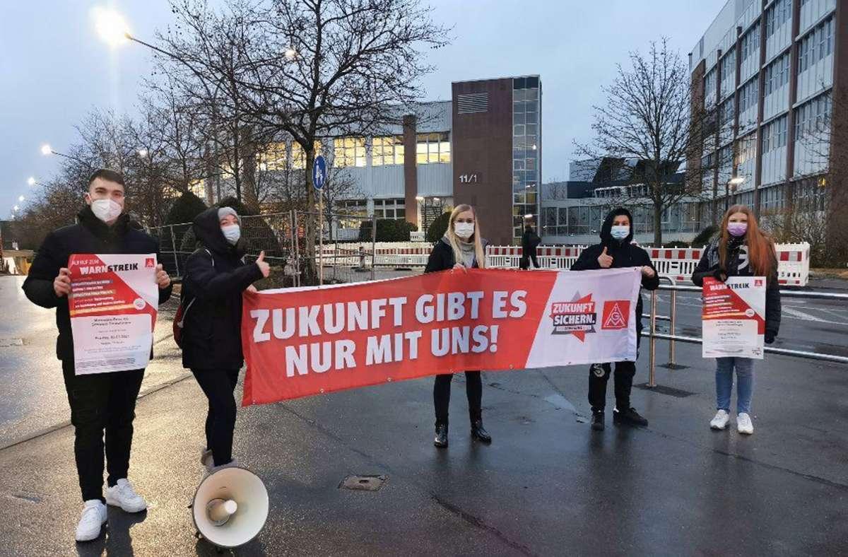 Wegen Corona gab es keine geschlossene Groß-Demo. Dennoch haben Tausende Daimler-Beschäftigte gestern in Sindelfingen Flagge gezeigt. Foto: IG Metall