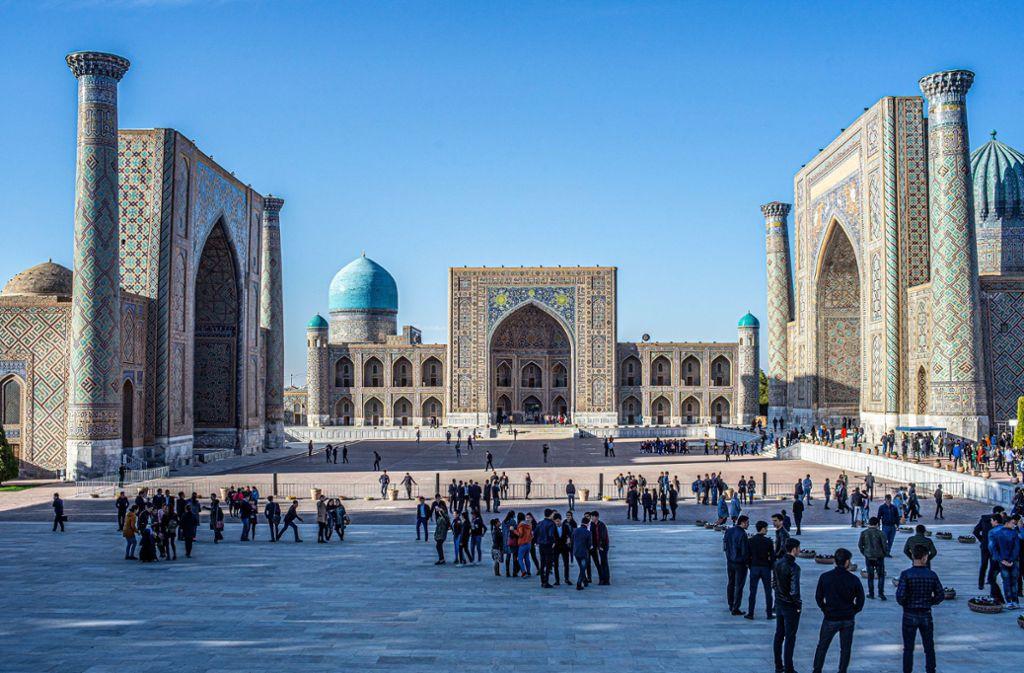 """Panoramablick auf die drei Koranschulen am Registanplatz  in Samarkand – einer der prächtigsten Orte in Usbekistan und  Mittelasien. Registan bedeutet so viel wie """"Platz des sandigen Ortes"""". Fotos: Eckhard Gollnow Foto:"""