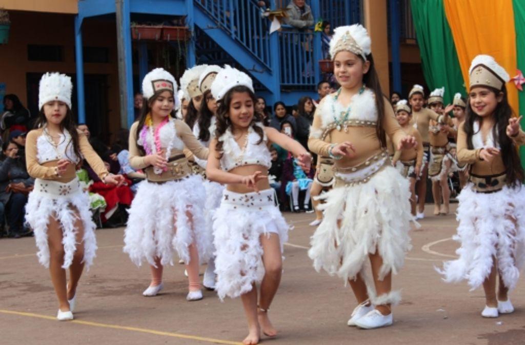 Wegen der Nationalfeiertage am 17. und 18. September werden Tänze eingeübt. Foto: Jasmin Föhner