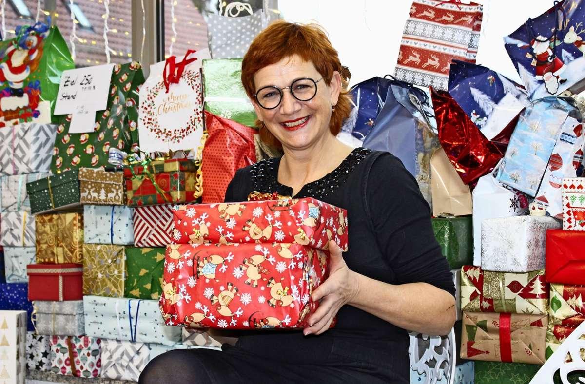 Irene Bloos möchte mindestens 250 Päckchen  zusammenbekommen. Foto: Caroline Holowiecki