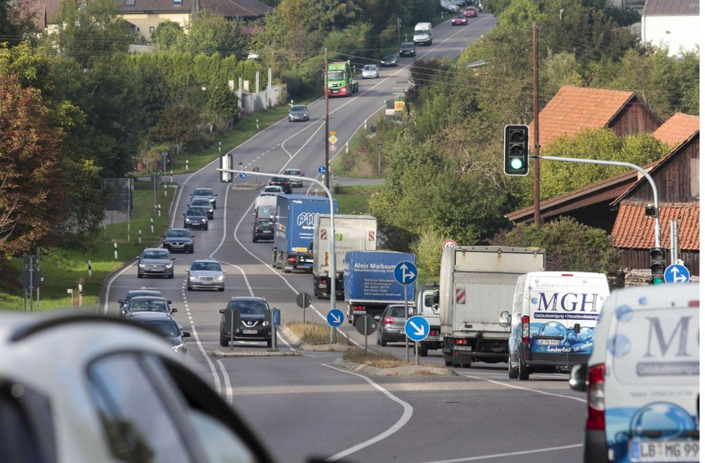 Bis zu 28000 Fahrzeuge täglich: die B 10 in Enzweihingen Foto: factum/Granville