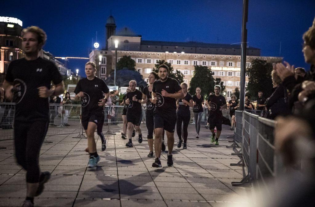 Die Läufer bekamen Motivation und Beifall von den Zuschauern. Foto: Lichtgut/Julian Rettig