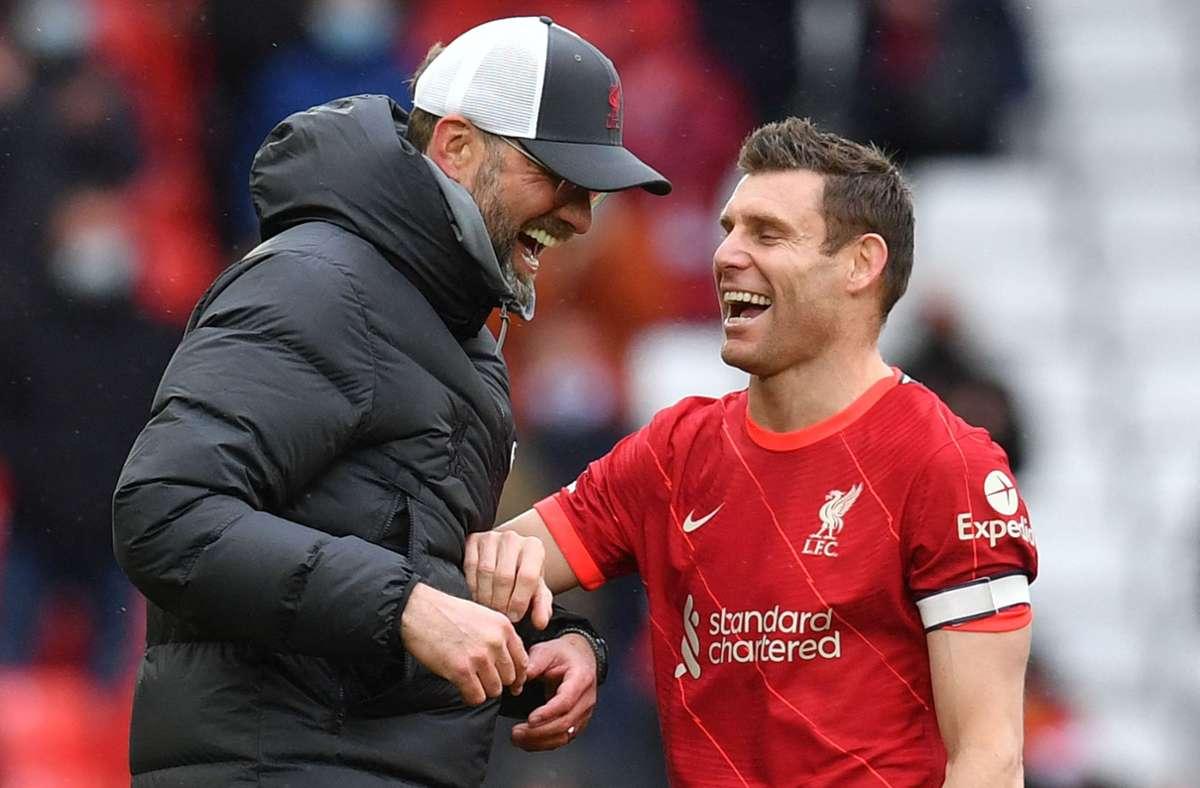 Jürgen Klopp und James Milner haben gut Lachen: Liverpool hat sich für die Champions League qualifiziert. Foto: AFP/PAUL ELLIS