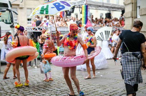 Die Regenbogen-Community feiert auch im Regen
