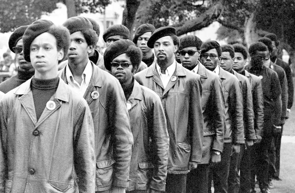 Sie waren jung, schwarz und das brutale Geschubstwerden leid: die Mitglieder der in Oakland gegründeten  Black Panthers Foto: Stephen Shames