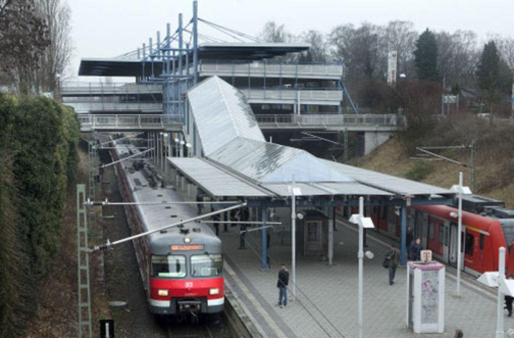 Die Menschen in Leinfelden-Echterdingen wehren sich dagegen, dass auf den S-Bahn-Gleisen auch Fernzüge fahren sollen. Foto: Rudel