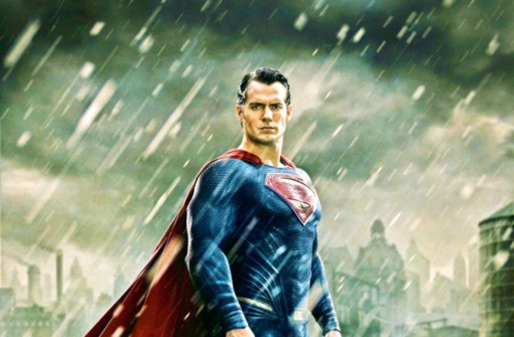 Die Muskeln eines Superman hat Henry Cavill zu bieten, sonstiges Format nicht. Foto: Warner Bros.