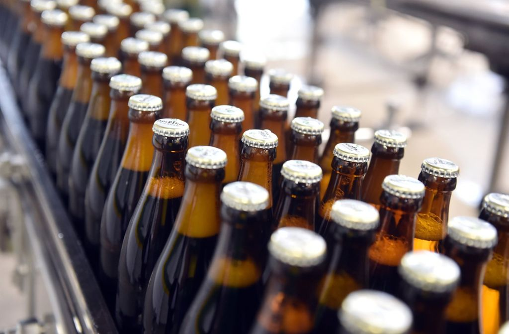 Immer weniger Flaschen Bier gehen in Deutschland über die Ladentheke. Foto: dpa/Symbolbild