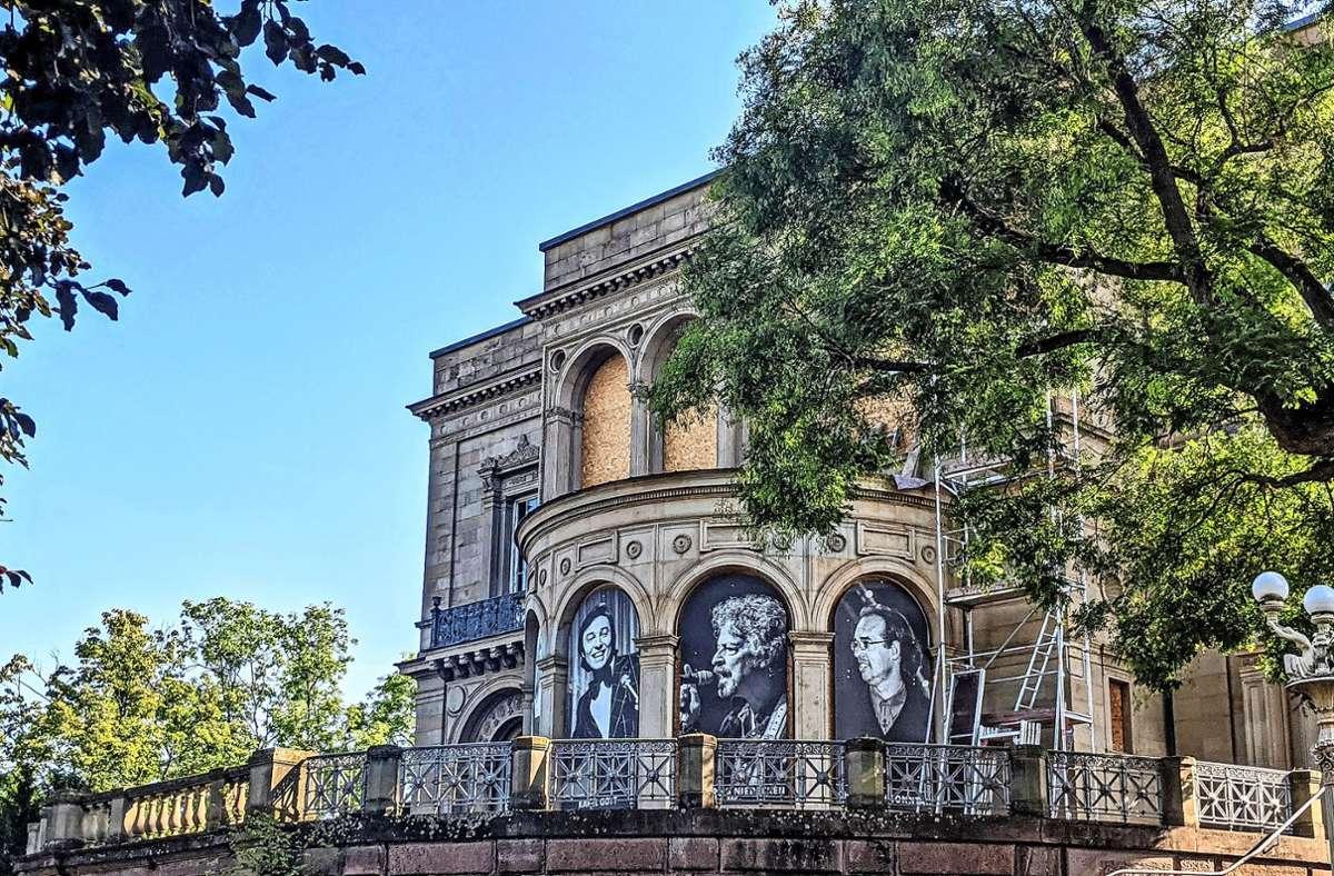 Aus den Fenstern der Villa blicken jetzt Künstler in den Park. Foto: Jürgen Brand