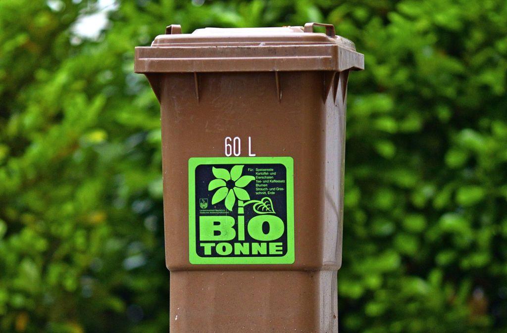 Im Kreis  Ludwigsburg wird der Inhalt von Biotonnen künftig von der AVL  geprüft. Foto: dpa
