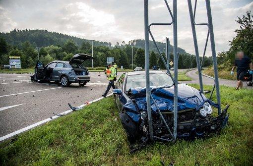 Straße nach Unfall komplett gesperrt