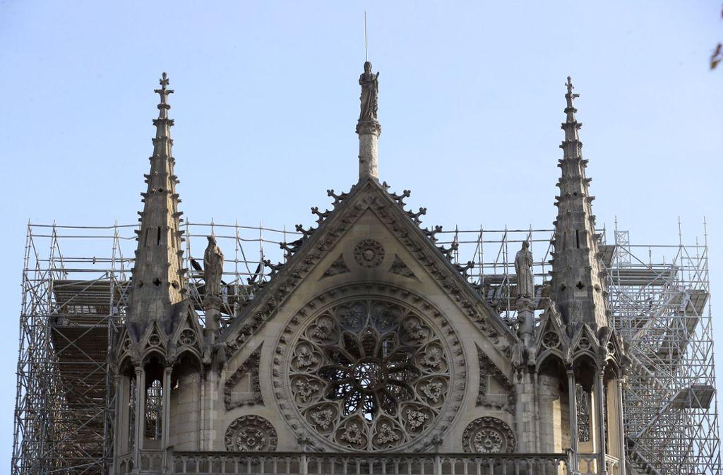 Der Wiederaufbau der Notre-Dame wird schwierig: Es gibt keine Baupläne vom Dachstuhle und Fachkräfte sind rar gesät. Foto: AP
