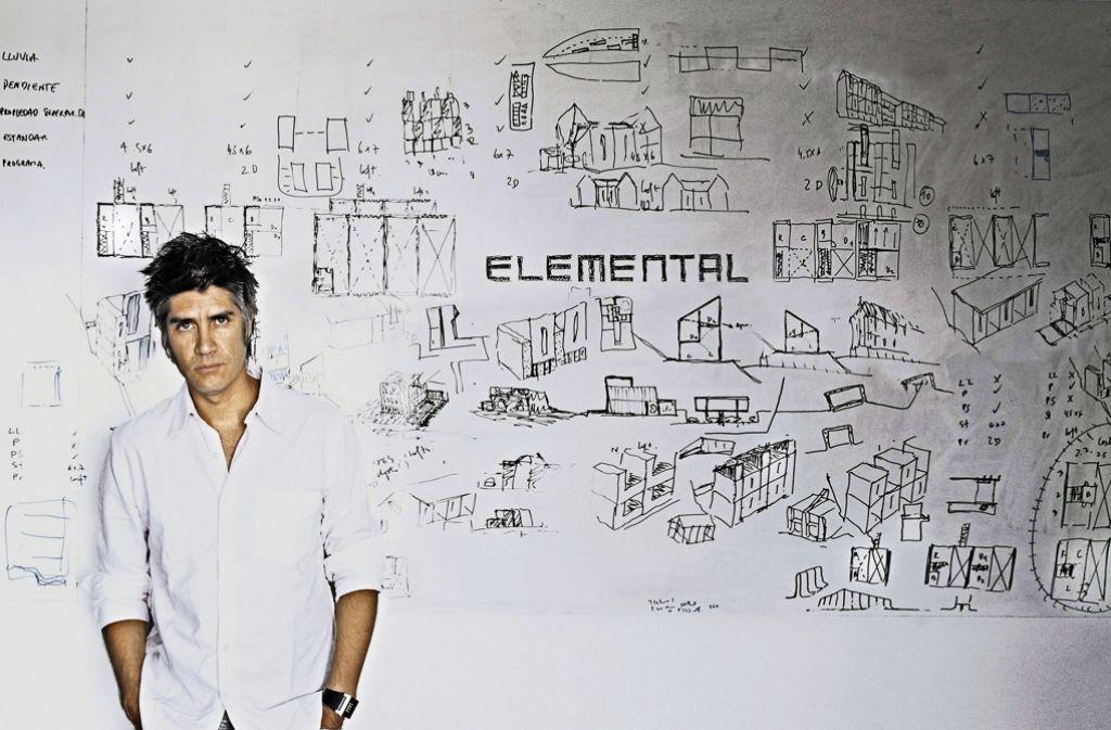Starqualitäten hat der 48-jährige Alejandro Aravena auch – wichtig ist ihm  aber der gesellschaftliche Auftrag seiner Profession. Foto: