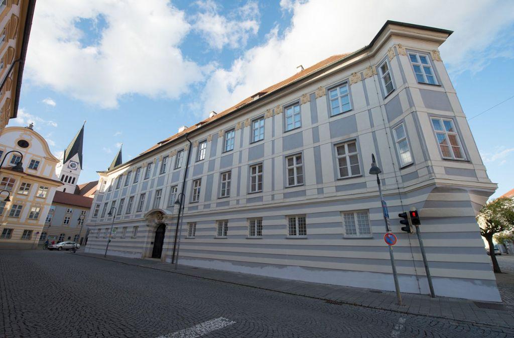 """""""Seid verschwunden, Millionen"""": Das Bischofshaus in Eichstätt – Schauplatz dubioser Geschäfte. Foto: dpa"""
