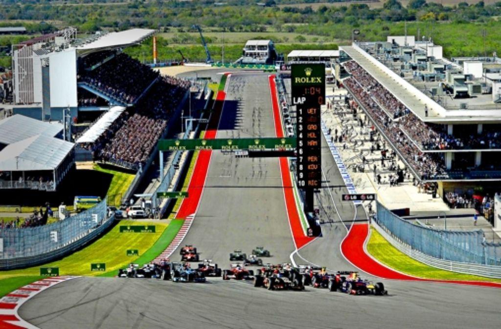 Nach dem Start in Austin  geht es erst einmal  ordentlich bergauf. Am Sonntag gilt das aber nur für 18 Autos, weil zwei  Formel-1-Teams  Pleite sind. Foto: dpa