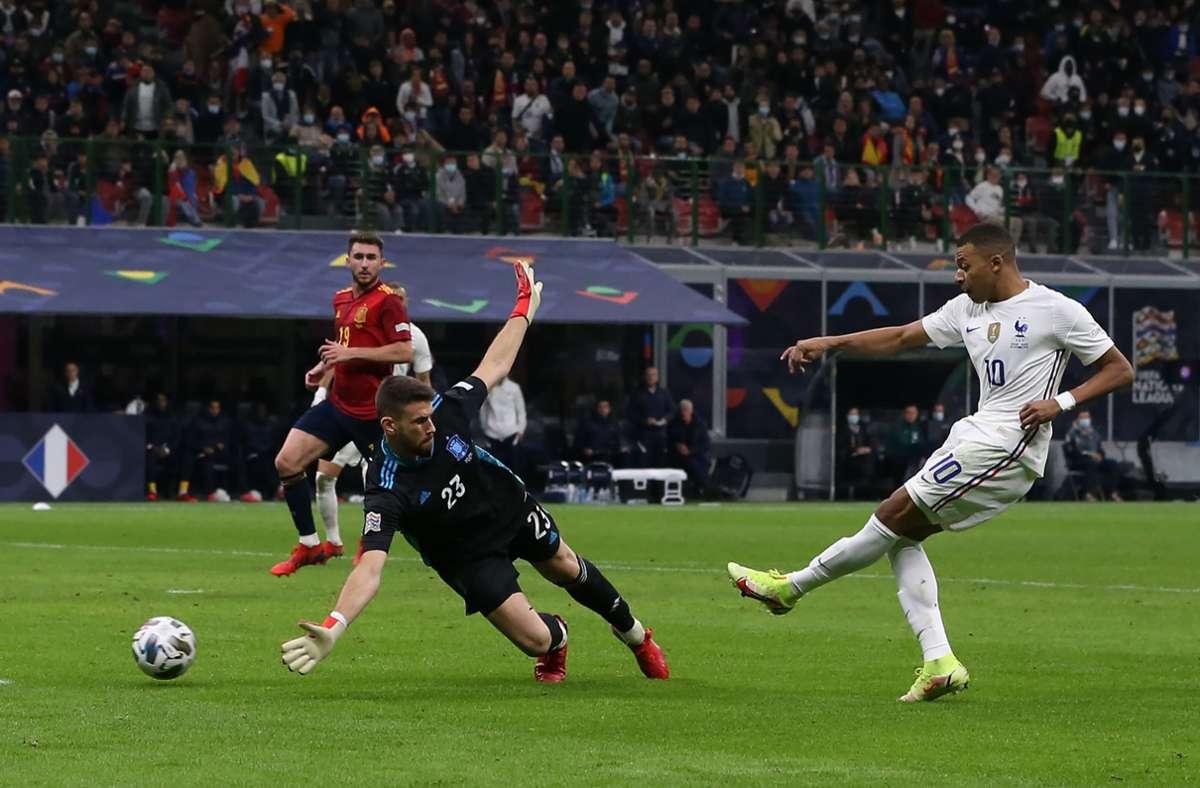 Mit den Bayern-Profis Benjamin Pavard und Dayot Upamecano bezwangen die Franzosen dank Mbappes spätem Siegtreffer Spanien im Nations-League-Finale 2:1 (0:0). Foto: dpa/Jonathan Moscrop