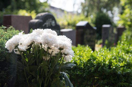 Bus rast in Trauergemeinde - sieben Tote
