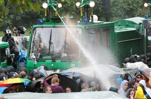 Es verfestigt sich der Eindruck, dass bei der Polizei beim Einsatz Chaos herrschte. In der Bilderstrecke blicken wir auf den aus dem Ruder gelaufenen Polizeieinsatz am 30. September 2010 zurück. Foto: dpa