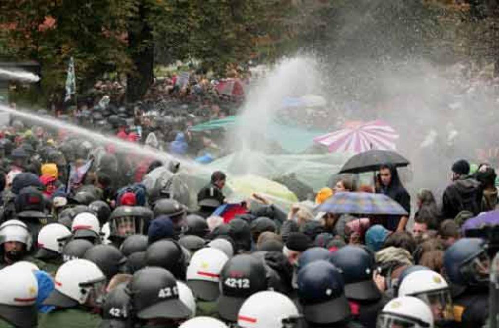 Noch immer gibt es keine Stellungnahme der Behörden zum schwarzen Donnerstag im September 2010.  Foto: Steinert