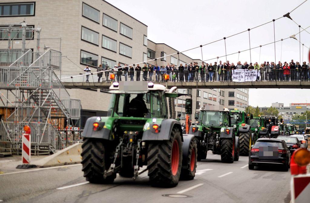 Die Protestfahrt der Bauern  durch Stuttgart kann laut Polizei zu Verkehrsbehinderungen führen. Foto: Lichtgut/Max Kovalenko