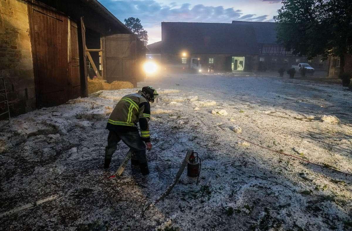 Auch im Landkreis Esslingen hinterließ das Unwetter zahlreiche Schäden. Foto: dpa/Sdmg