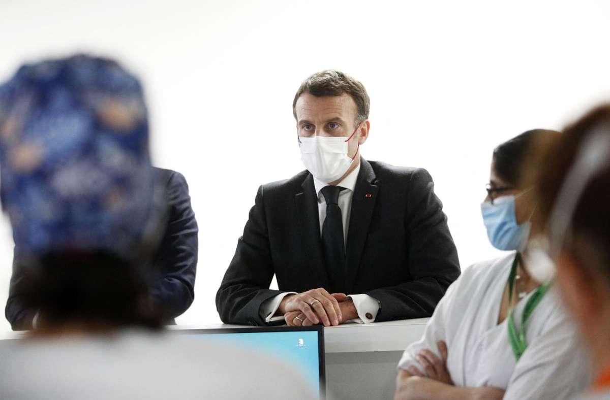 Frankreichs Präsident Emmanuel Macron hat während der Corona-Pandemie bei seinem Volk viel Krediet verspielt. Nun muss er um seine Wiederwahl kämpfen. Foto: AFP/YOAN VALAT
