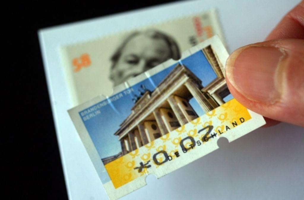 Inzwischen kostet das Porto für einen Standardbrief 60 Cent.  Foto: dpa