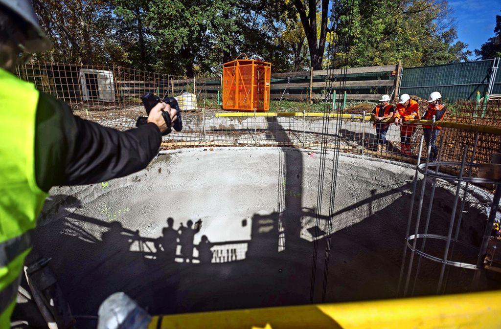 Der  Rettungsschacht wird gebaut zwischen den Tunnelröhren, die nach  Bad Cannstatt und zum Rosenstein führen. Foto: Lichtgut/Max Kovalenko