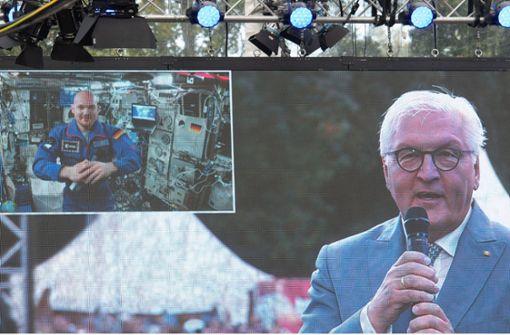 Bundespräsident Steinmeier telefoniert mit Astronaut Alexander Gerst