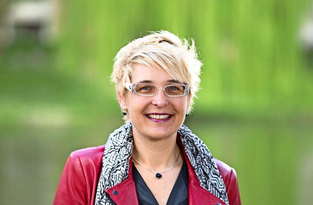 Heike Schokatz will den Sprung neckaraufwärts ins Esslinger Rathaus schaffen. Foto: Claudia Fy