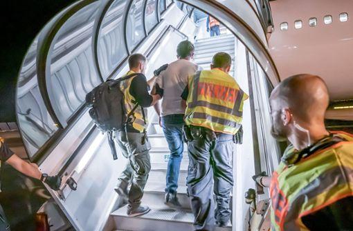 Fünf Straftäter aus Baden-Württemberg nach Afghanistan abgeschoben
